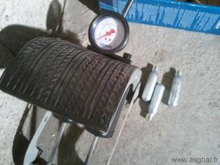 Manomètre Michelin et bonbonnes de gaz