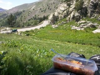 pause déjeuner le long de la route du col de la Cayolle